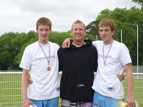 Julien-Pierre et leur entraîneur
